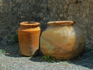 Two Pompeii pots.